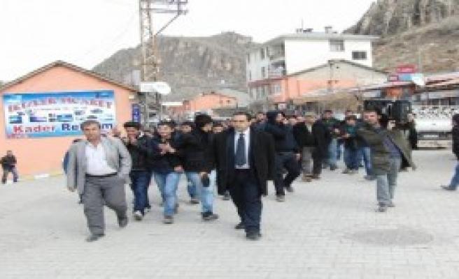 Çukurca'da Elektrik Kesintisi Protestosu