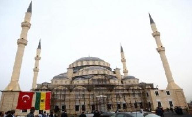 Erdoğan, Gana Millet Camii'ni Ziyaret Etti