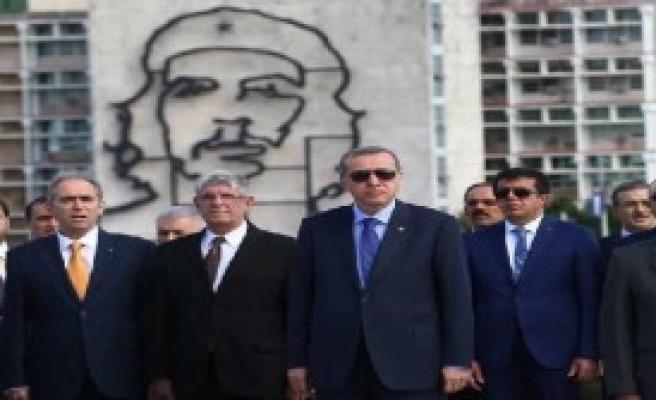 Erdoğan, Kübalı Şair Jose Marti'nin Anıtını Ziyaret Etti