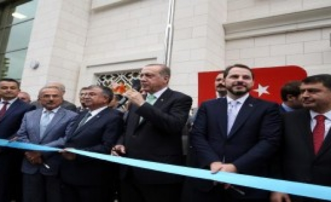 Erdoğan Kurdele Kesim Törenine Katıldı