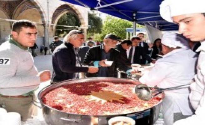 Cumhurbaşkanlığı, Antalya'da Aşure Dağıttı
