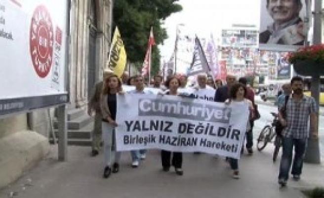 Cumhuriyet Gazetesi'ne Destek Yürüyüşü