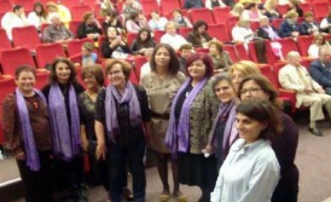 Cumhuriyet Kadınları Şiddeti Protesto Etti