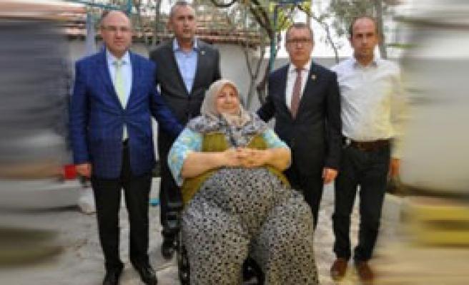Somalı Kadının Akülü Sandalye Hayali Gerçek Oldu