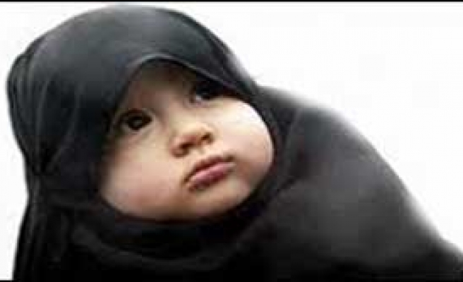 'Kız Bebekler de Burka Giysin'