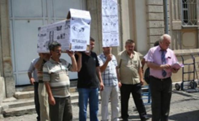 Kaldırım İşgaline Tabutlu Protesto
