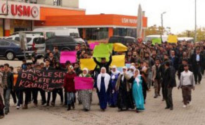 Sokağa Çıkma Yasağı Protesto Edildi