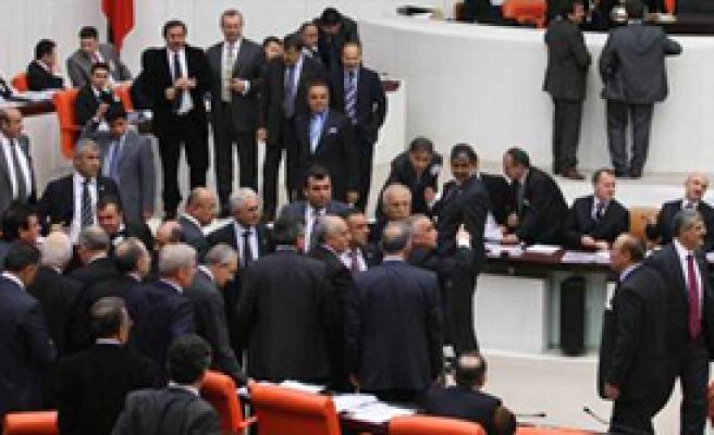 Suriye Gündemden Düşer, Meclis de Tatile Girer