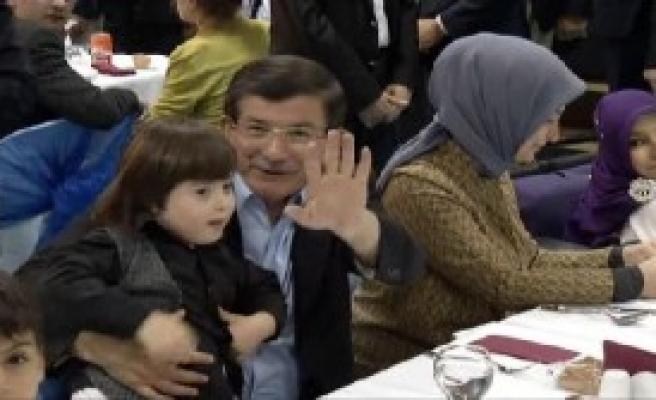 Davutoğlu, Engelliler Sarayı'nı Ziyaret Etti