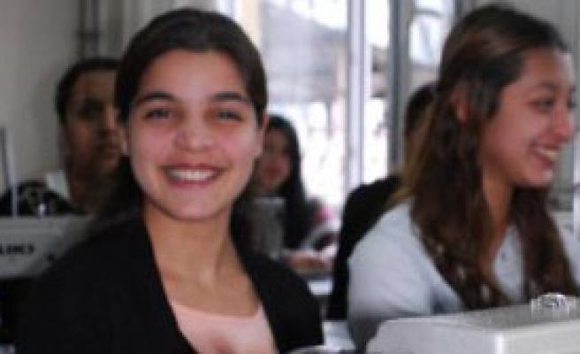 Roman Kızlar İçin Dikiş Kursu