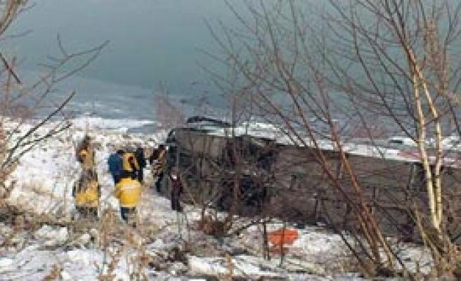 Otobüs Buzda Kaydı: 2 Ölü