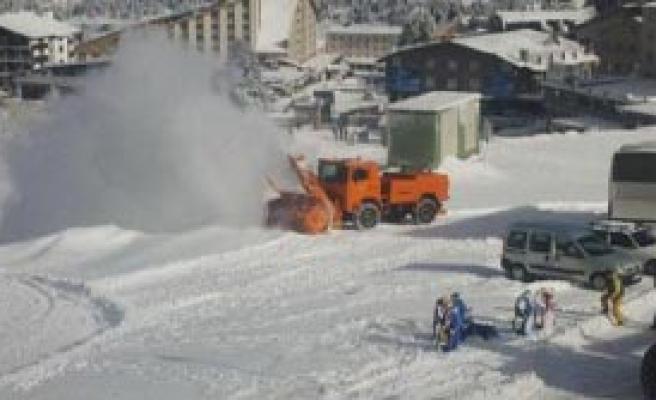 Uludağ'da Kar Yağışı Yüzleri Güldürdü