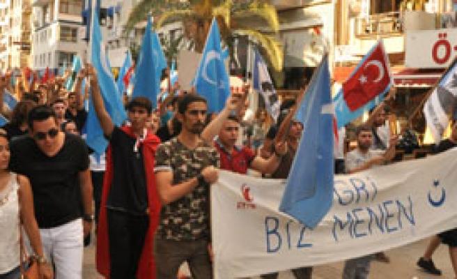 İzmir'de Doğu Türkistan Tepkisi