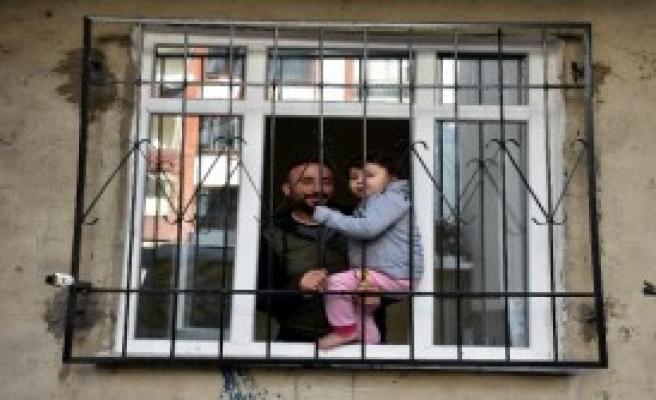 3 Yaşındaki Hazal'ı İtfaiye Kurtardı