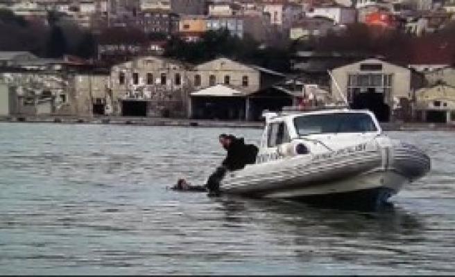 Deniz Polisinin Yanıbaşında Kahreden Ölüm
