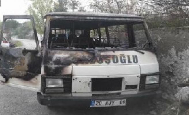 Denizli'de minibüs kundaklandı