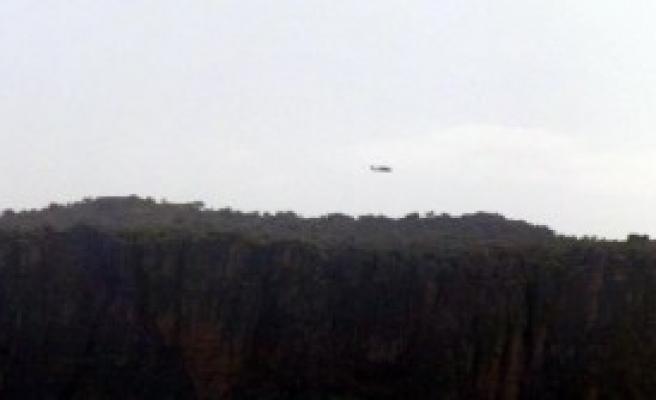 Derecik'te Helikopter Hareketliliği