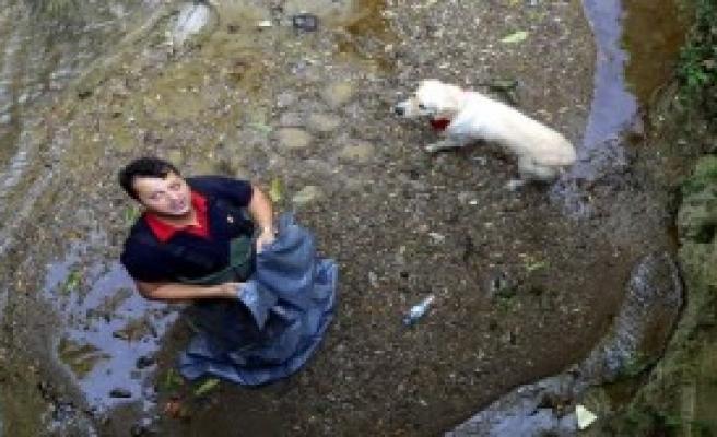 Ayağı Kırılan Köpeği İtfaiye Kurtardı