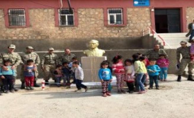 Atatürk Büstü Okuldaki Yerine Konuldu
