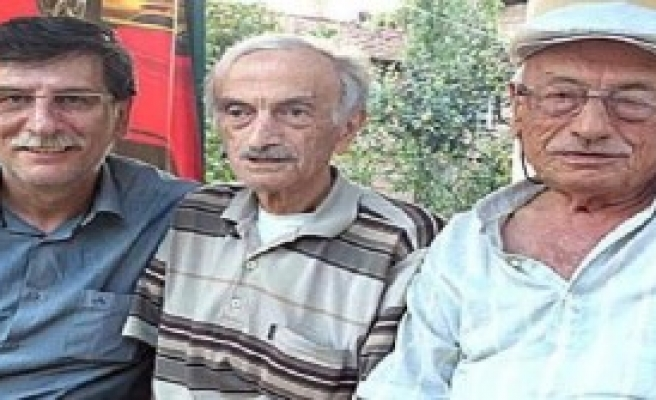 73 Yaşındaki İkizler Yarım Saat Arayla Öldü