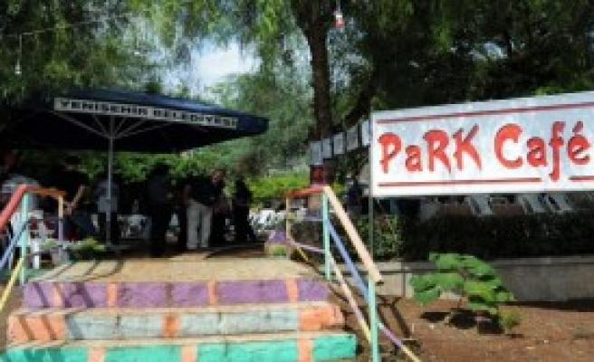 Devrimci Karargah'ın Kafesinde Pilav Günü