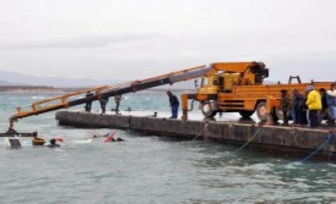 Didim'de Fırtına Balıkçı Teknesini Batırdı