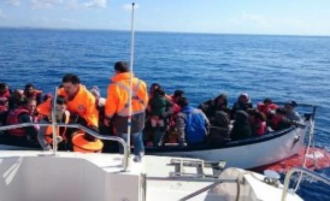 Didim'de İki Teknede 68 Kaçak Yakalandı