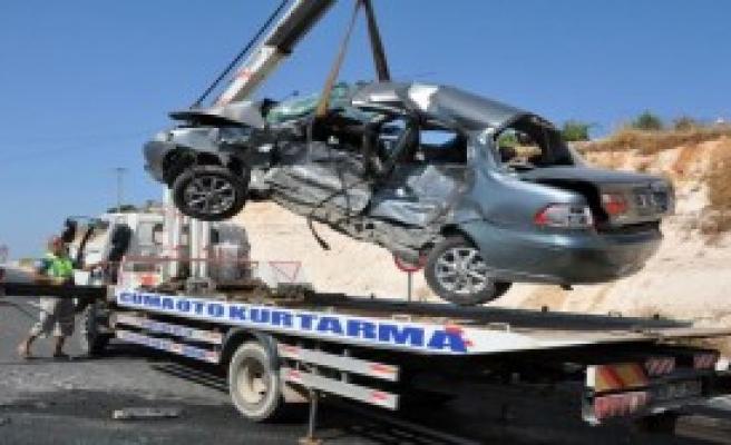 Didim'de Ters Yön Kazası: 1 Ölü, 2 Yaralı