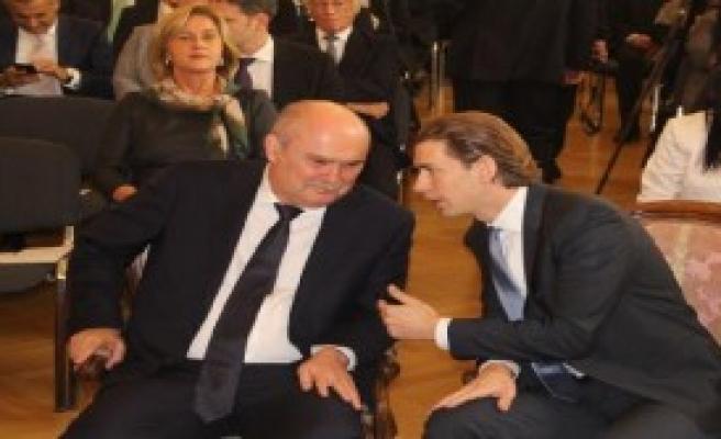 Dışişleri Bakanı Sinirlioğlu Viyana'da
