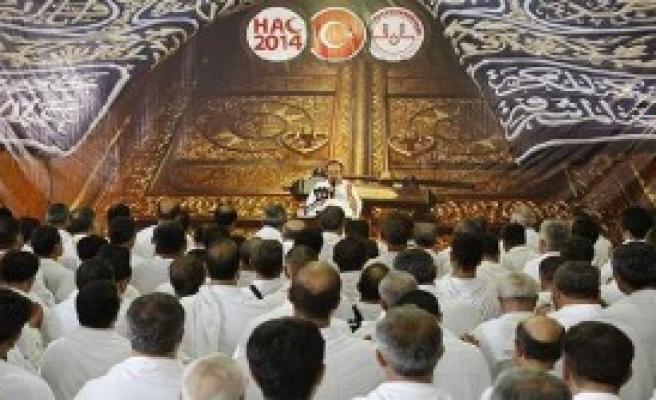 Türk Hacılarla Dua Ettiler