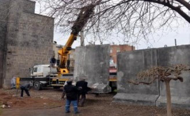 Diyarbakır Sur'un Bazı Girişleri Beton Bloklarla Kapatıldı