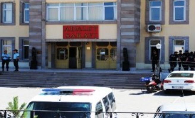 Doğubayazıt'ta 3 Kişi Örgüt Üyeliğinden Tutuklandı