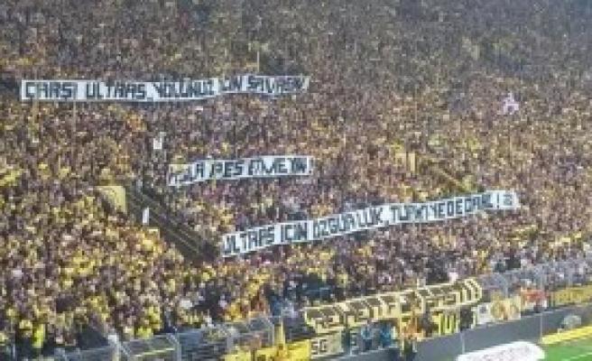 Dortmund Tribünlerinden Çarşı'ya Destek