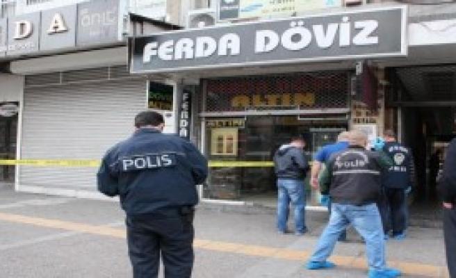 İstanbul'da Soydular İzmir'de Yakalandılar