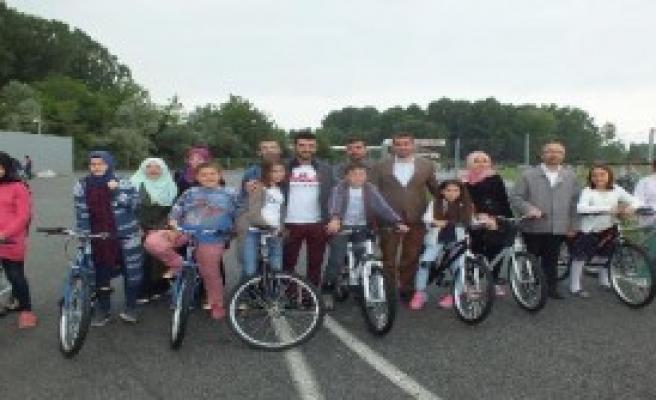 Yetim Çocuklara Bisiklet