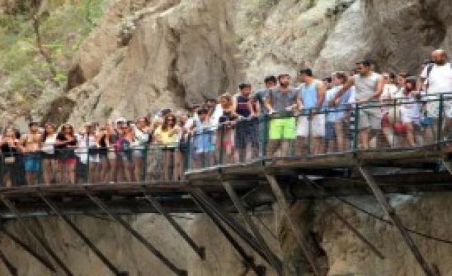 Dünyaca Ünlü Kanyonda Bayram İzdihamı