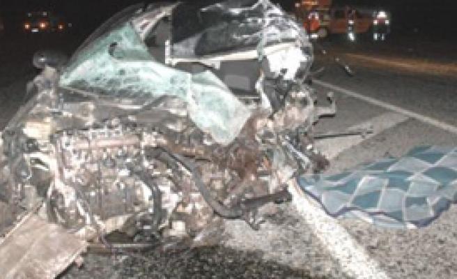Van'da Minibüsle Otomobil Çarpıştı: 1 Ölü, 3 Yaralı