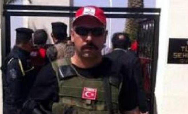 Şehit Polisin Evi Türk Bayraklarıyla Donatıldı