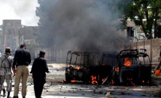Pakistan'a Füze Saldırısı: 4 Ölü