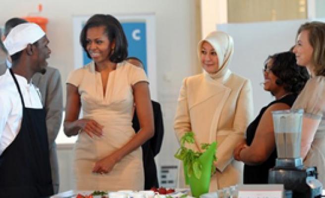 Zirve 'First Lady'leri Buluşturdu