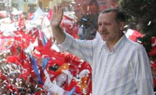 Zorla AK Parti Mitingi İzlettiler