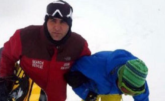 Mahsur Kalan Kayakçıyı Jandarma Kurtardı