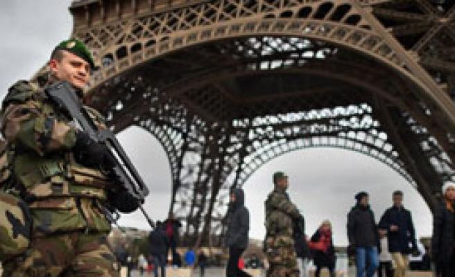 Fransa Güvenlik İçin Ek Bütçe Ayıracak