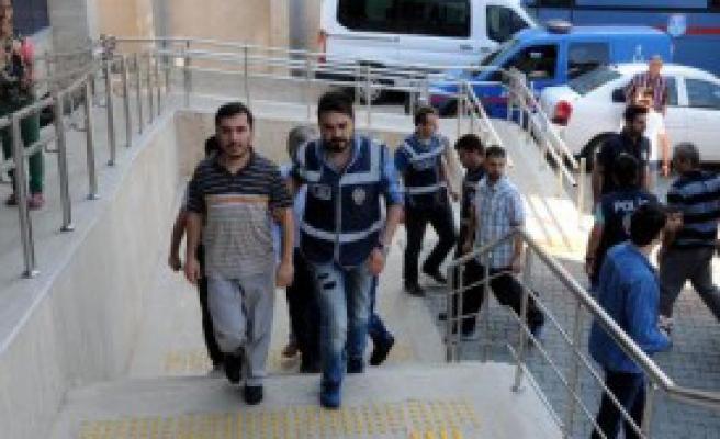 Fetö Soruşturmasında 10 Kişi Adliyede