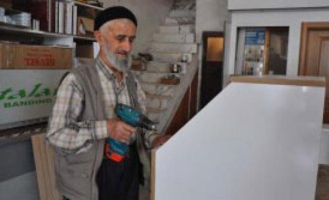 91 Yaşında Hala Çalışıyor