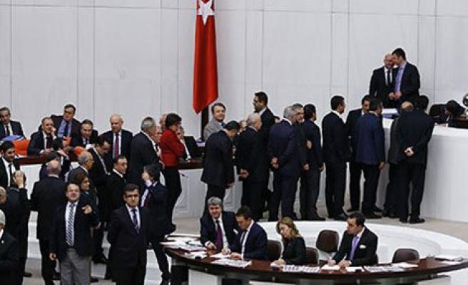 Meclis'te Sataşma Kuyruğu