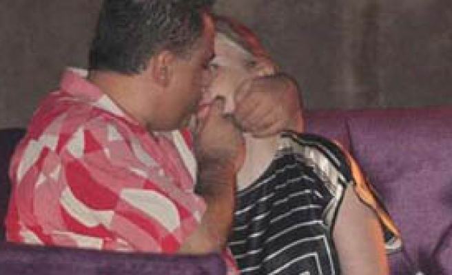 Erol Köse öpüşürken görüntülendi