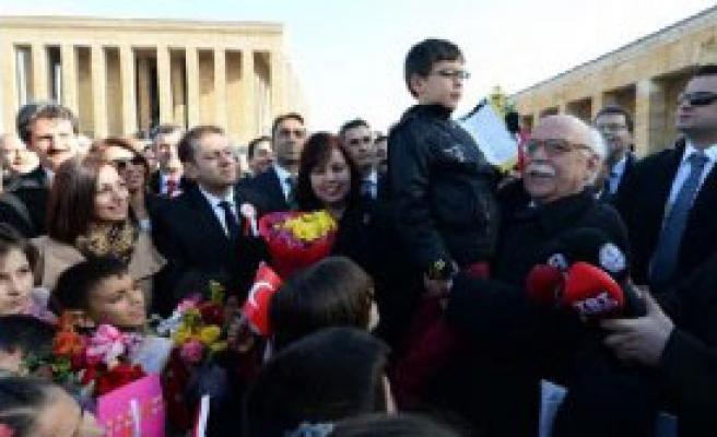 Öğretmenlerle Anıtkabir'i Ziyaret Etti