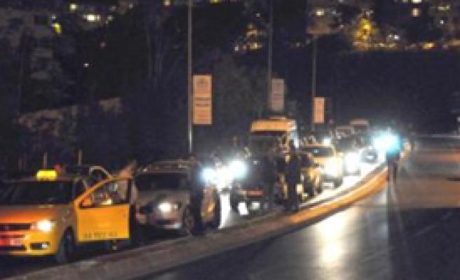 Etiler'de Trafik Kazası: 2 Yaralı