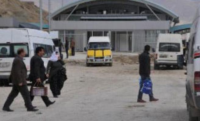 Sınır Kapısı'nın Araçlara Da Açılmasını İstiyor
